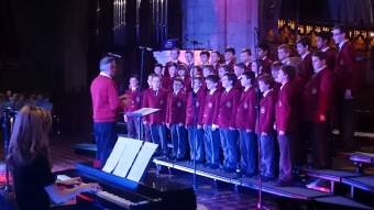 choir-singing-in-lyons-concert
